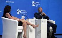 Rusya'da gündem bacaklarını Putin'e uzatan ABD'li sunucu
