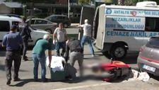 Antalya'da otobüsün altında kalan elektrikli bisiklet sürücüsü hayatını kaybetti