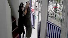 Avcılar'da maske takmasını söyleyen doktora saldırdı