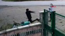 Düzce'de kiralık bisikleti  tekmeleyen genç kameraya yansıdı