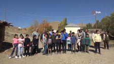 Hakkari'de öğrencilerin zorlu okul yolculuğu