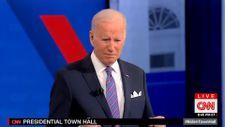 Joe Biden'ın canlı yayında yaptığı tuhaf hareketler dikkat çekti