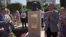 CHP'li Muratpaşa Belediyesi hediye edilen Tolstoy büstünü açtı