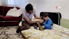 Zonguldak'ta çaresiz baba, 2 yaşındaki oğluyla uzanacak yardım eli bekliyor