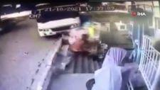Aydın'da minibüsün altında kalmaktan son anda kurtuldu
