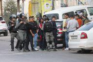 İsrail askeri Filistinlilere gerçek mermi ve gazla müdahale etti