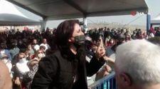 Kılıçdaroğlu'nun konuşması sırasında Karabağlar Belediyesine tepki