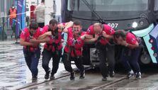 Metro İstanbul'da 'Strongman Challenge': 47 tonluk tren çektiler