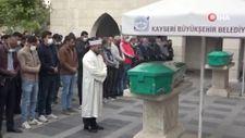Kayseri'de cinayete kurban giden kardeşler son yolculuğuna uğurlandı