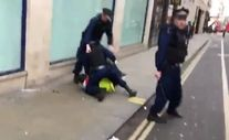 Londra'da Sarı Yelekliler'e polisin müdahalesi sert oldu