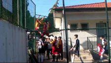 Denizli'de futbolcular taraftarlarla kavga etti
