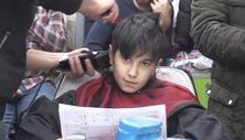 Mardin'de başarı belgesini getiren öğrenciye ücretsiz tıraş