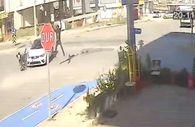 Denizli'de kaza yapan motosiklet sürücüsü havada taklalar attı