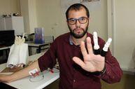 Mühendislik öğrencisi kendine protez parmak yaptı