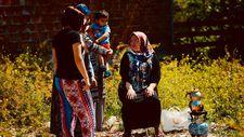 Eskişehir'de müteahhidi boş arsada çay demleyerek protesto ediyor