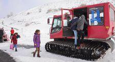 Öğrenciler köylerine kar üstü araçla ulaştırıldı