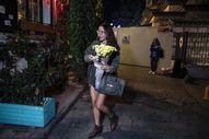 Ölen İngiliz istihbarat subayının kapısına çiçek bıraktı