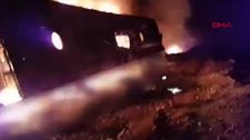Pakistan'da kaza sonrası otobüs alev aldı