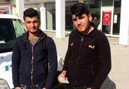 Para çekerken ATM'de buldukları parayı teslim eden iki genç