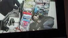 Pitbull saldırısına uğrayan genci marketçi kurtardı
