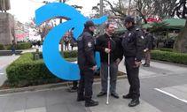 Polis engelli vatandaşın maaşını çekiyor teslim ediyor