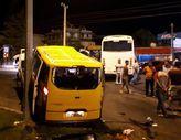 Alanya'da tur midibüsüyle minibüs taksi çarpıştı