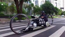 300 beygirlik uçak motoruna sahip motosiklet