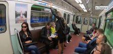 Rusya'da yayılarak oturan erkeklere ceza
