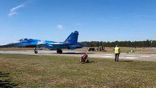 Belçika'da savaş uçağının hava akımıyla 2 kişi savruldu