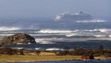 Norveç'te turist gemisi, bin 300 yolcusuyla sürükleniyor