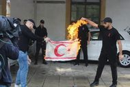 Rumlardan KKTC bayrağına saldırı