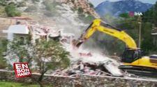 Marmaris'te kaçak yapıların yıkımı başlatıldı
