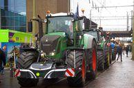 Hollanda'da çiftçi protestoları hayatı felç etti