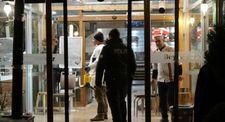 Restoran çalışanı, iş arkadaşlarını bıçakladı
