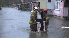Sarıyer Ayazağa'da aşırı yağış nedeniyle dere taştı