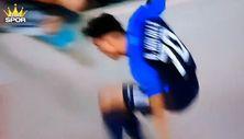 Sevinç sırasında aşağı düşen futbolcu