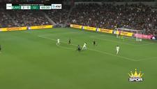 Carlos Vela önüne çıkanı geçip golü attı