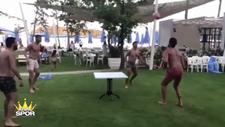 Volkan, Burak, Emre ve  Arda ayak tenisi oynadı