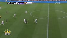 Wayne Rooney kaleciyi orta sahasın gerisinden avladı