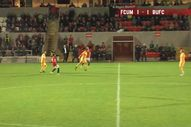 Stef Galinski orta sahadan kafa golü attı