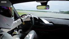 Top Gear'ın sunucusu programın en hızlı tur rekorunu kırdı