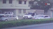 Süt aldığı aracın önünden karşıya geçerken araba çarptı