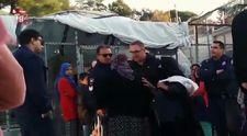Kadın mülteciye küfürler yağdıran Yunan polisi