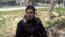 Tophane'de parkta oturan genç ceza yemekten kurtulamadı