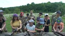 Ukrayna'da çocuklara silahlı eğitim