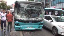Ümraniye'de halk otobüsü araçların arasında daldı