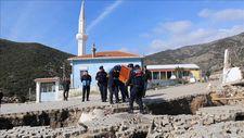 İzmir'de toprak kayması sonucu 12 ev tahliye edildi