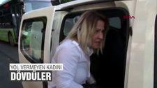 Yoğun trafikten dolayı yol vermeyen kadını dövdüler