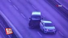 Kaza yapan aracına bakarken başka araba altında kaldı