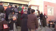 Evlat nöbetindeki aileler HDP binasının camlarını kırdı